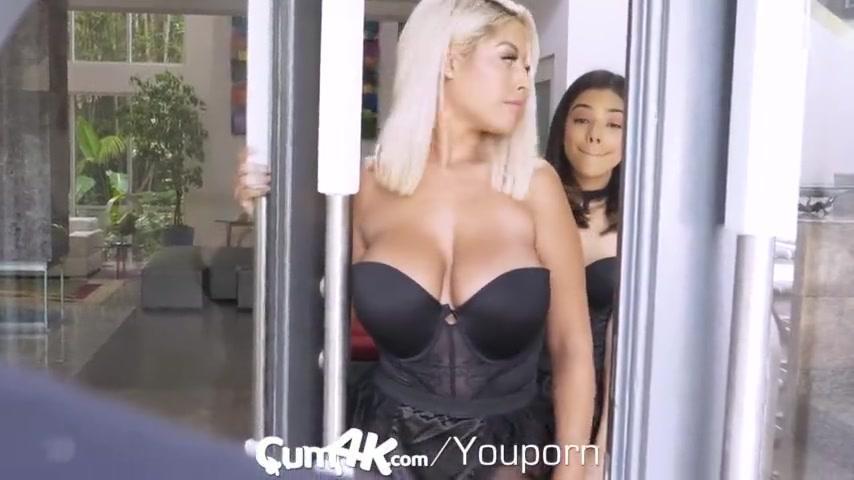 Девчонки Трахаются На Сцене С Незнакомцем - Смотреть Порно Онлайн