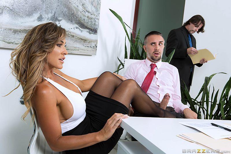 Блондинка Трахается В Офисе С Шоколадным Коллегой Порно Хд Онлайн