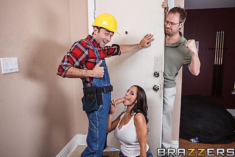 русское порно с ремонтником квартиры сексуальные