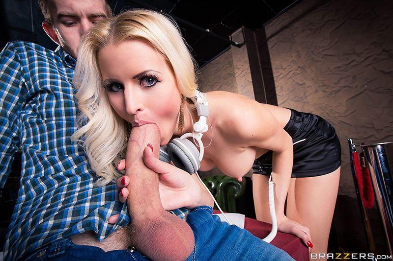 Фото белокурая стерва порно онлайн знаменитости эротических журналах