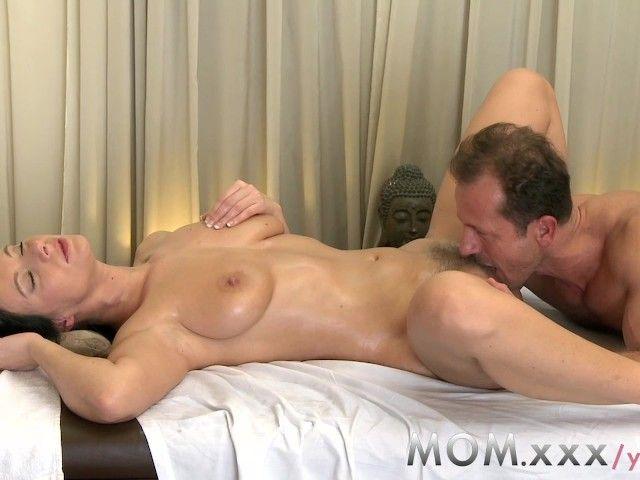 в возрасте женщины на массаже порно видео - 2